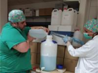 Las Farmacias de los hospitales de la Agencia Sanitaria Alto Guadalquivir fabrican más de 1.000 litros de gel desinfectante de manos