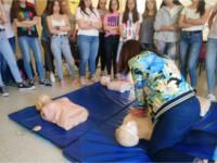 Profesionales del Hospital Alto Guadalquivir imparten talleres de resucitación cardiopulmonar a alumnos de secundaria