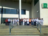 La delegada de Salud y Familias en Jaén participa en el Hospital de Alta Resolución de Alcalá la Real en la concentración como repulsa de una agresión a un profesional del centro