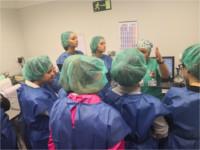 Alumnos del Ciclo Formativo Técnico en Cuidados Básicos de Enfermería aprenden el proceso de esterilización en el Hospital de Alcalá la Real