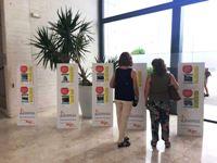El Hospital de Puente Genil acoge en su vestíbulo este mes la exposición 'Agradécele a una feminista'