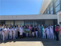 El Hospital de Puente Genil recibe un homenaje en agradecimiento al trabajo realizado durante el COVID-19