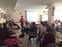 El Hospital de Montilla trabaja la prevención del cáncer de piel con adolescentes mediante una charla informativa