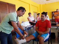 Profesionales del Hospital de Montilla imparten un taller de primeros auxilios y RCP básica en La Rambla