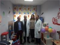 El Hospital de Montilla recibe una donación de una Hermandad del municipio para mejorar la confortabilidad de su sala infantil de Hospitalización